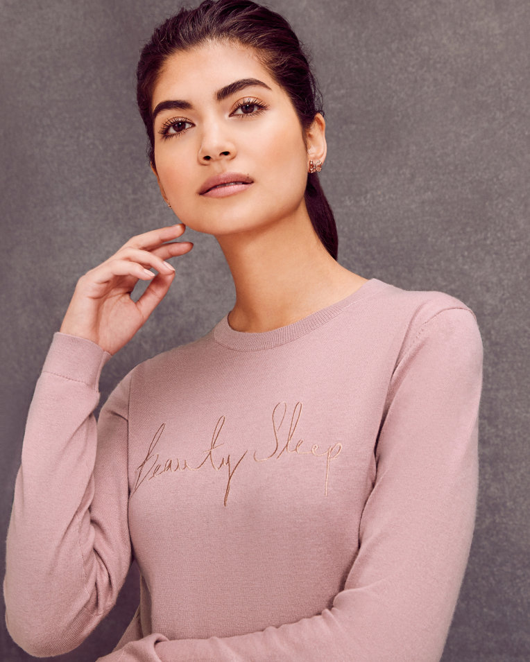 Balistarz-model-Nena-France-looks-good-in-beauty-sleep-jumper-dusky-pink