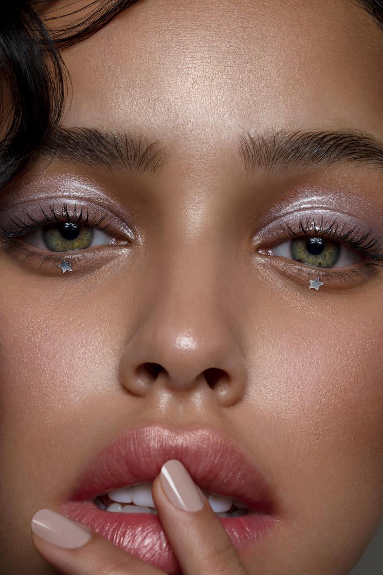 Balistarz-model-Nisirina-Sbia-head-shot-Green-Eyes-Stars-shush