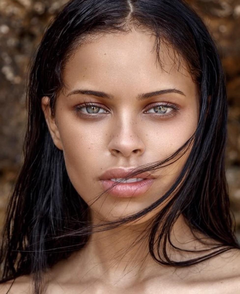 Balistarz-model-Nisrina-Sbia-headshot-beach-portrait-shoot