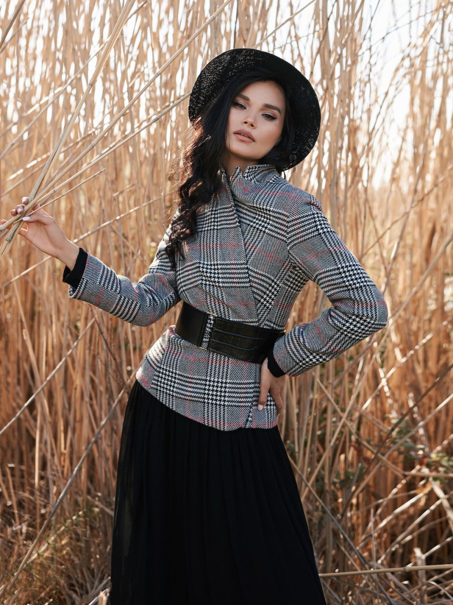 Balistarz-model-Oksana-Stoyanovskaya-portrait-shoot-in-stylish-clothing-in-a-enviromental-area