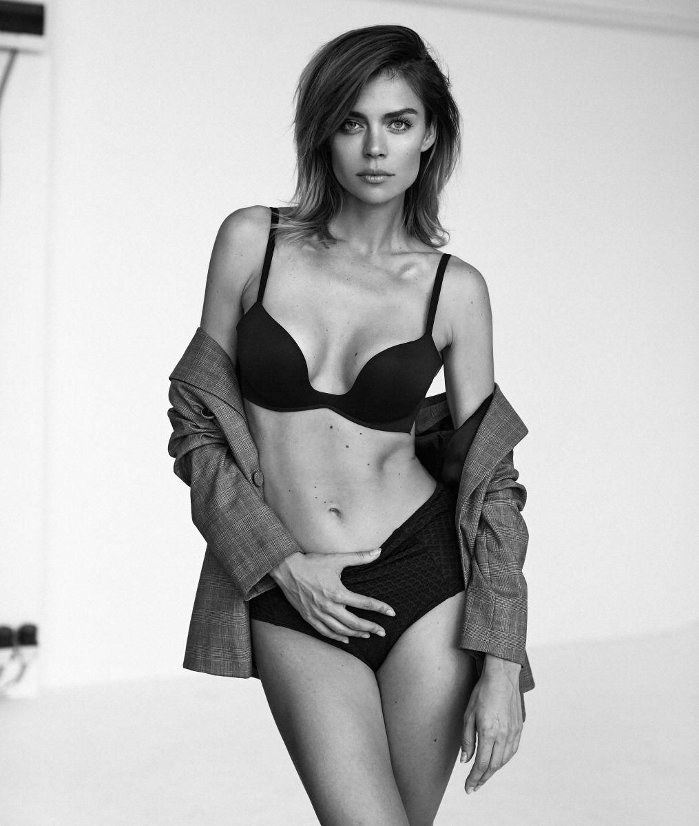 Balistarz-model-Olesya-Z-black-and-white-shoot-portrait-with-sleepwear