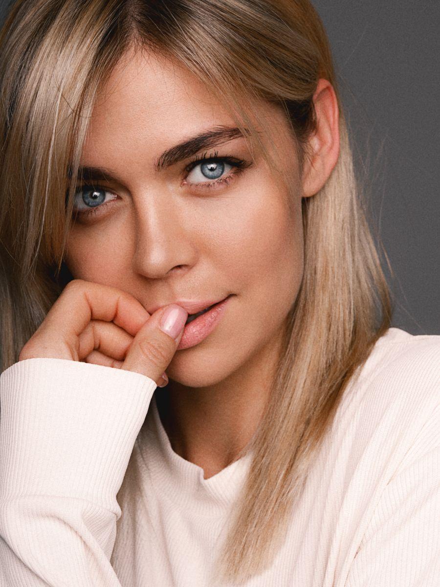 Balistarz-model-Olesya-Z-portrait-profile-shoot-with-white-sweater