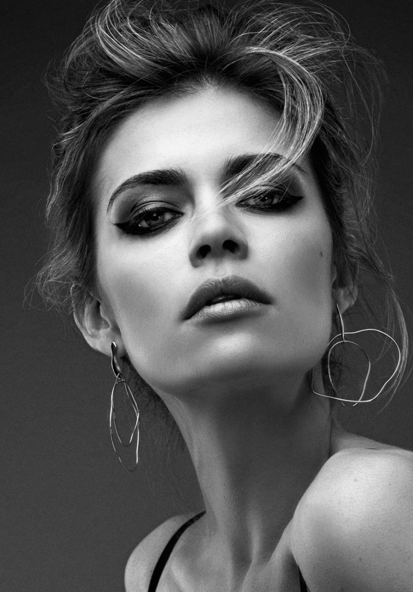 Balistarz-model-Olesya-Z-headshot-portrait-black-and-white-with-earrings
