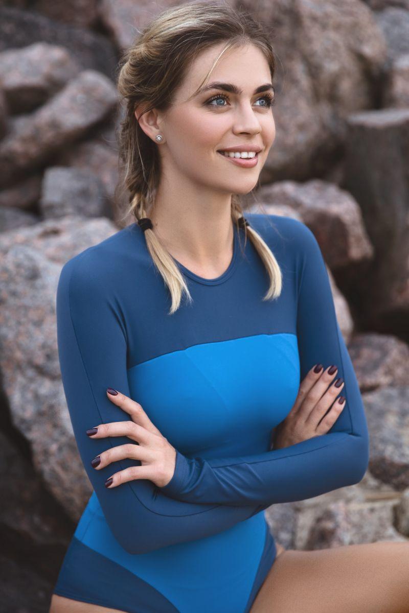 Balistarz-model-Olesya-Z-beach-shoot-sititng-on-a-rock-in-blue-swimsuit