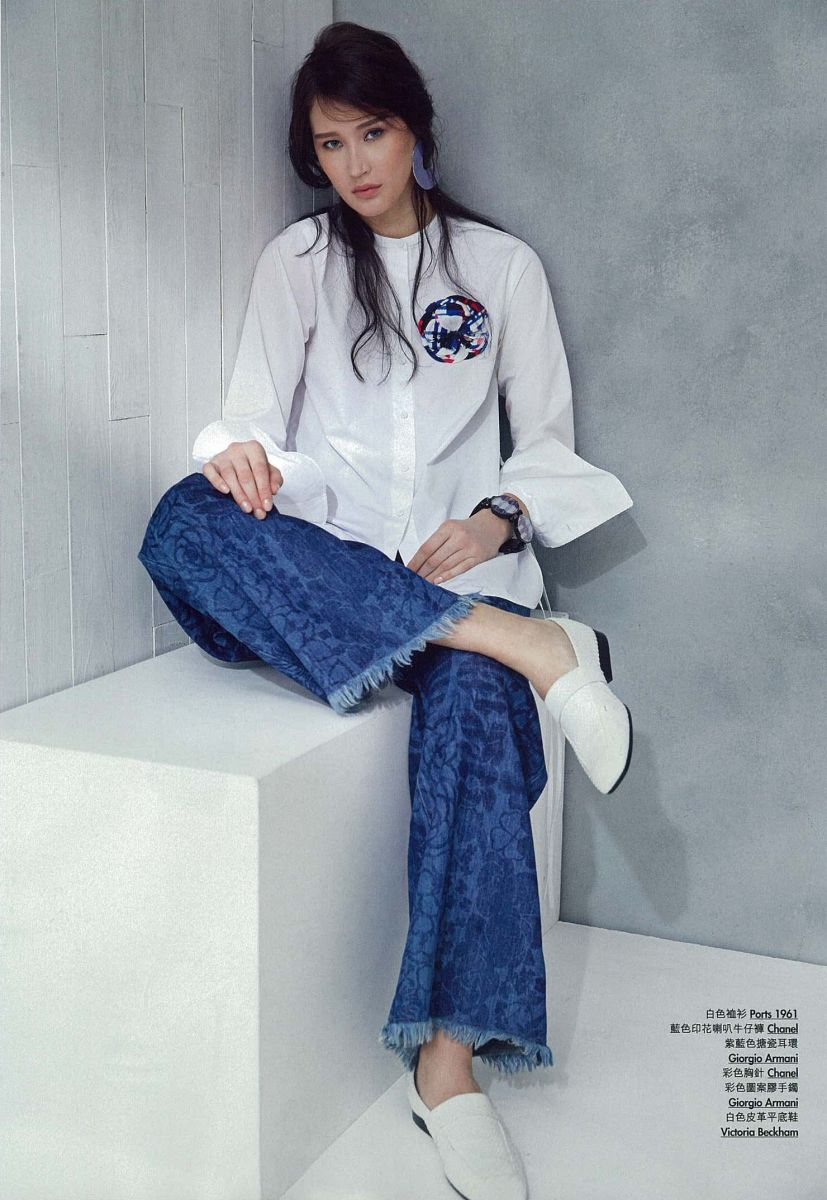 Balistarz-model-Olga-Portnova-portrait-shoot-in-blue-and-white-clothing-Ports-1961