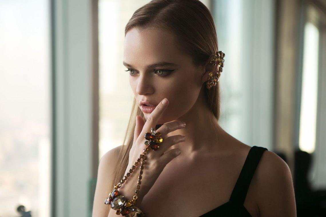 Balistarz-model-Olga-Zinovyeva-landscape-shoot-with-beautiful-accessories