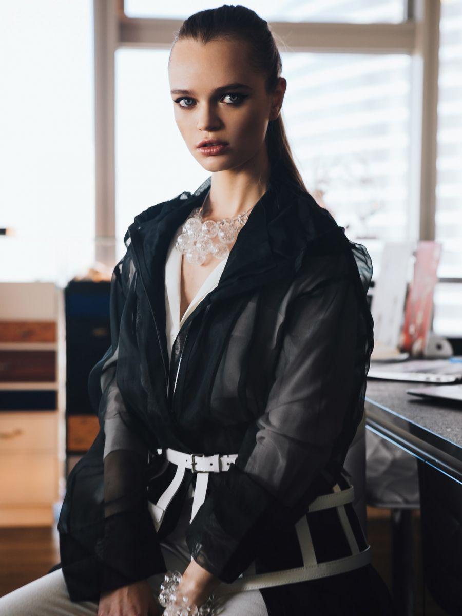 Balistarz-model-Olga-Zinovyeva-portrait-shoot-in-stylish-outfit