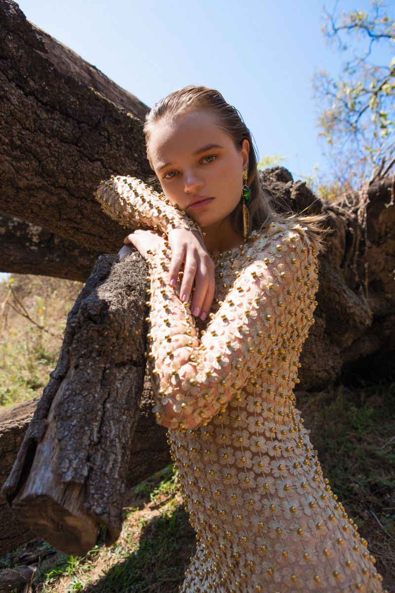 Balistarz-model-Olga-Zinovyeva-portrait-shoot-in-a-outfit-with-flowers-resting-on-a-fallen-tree