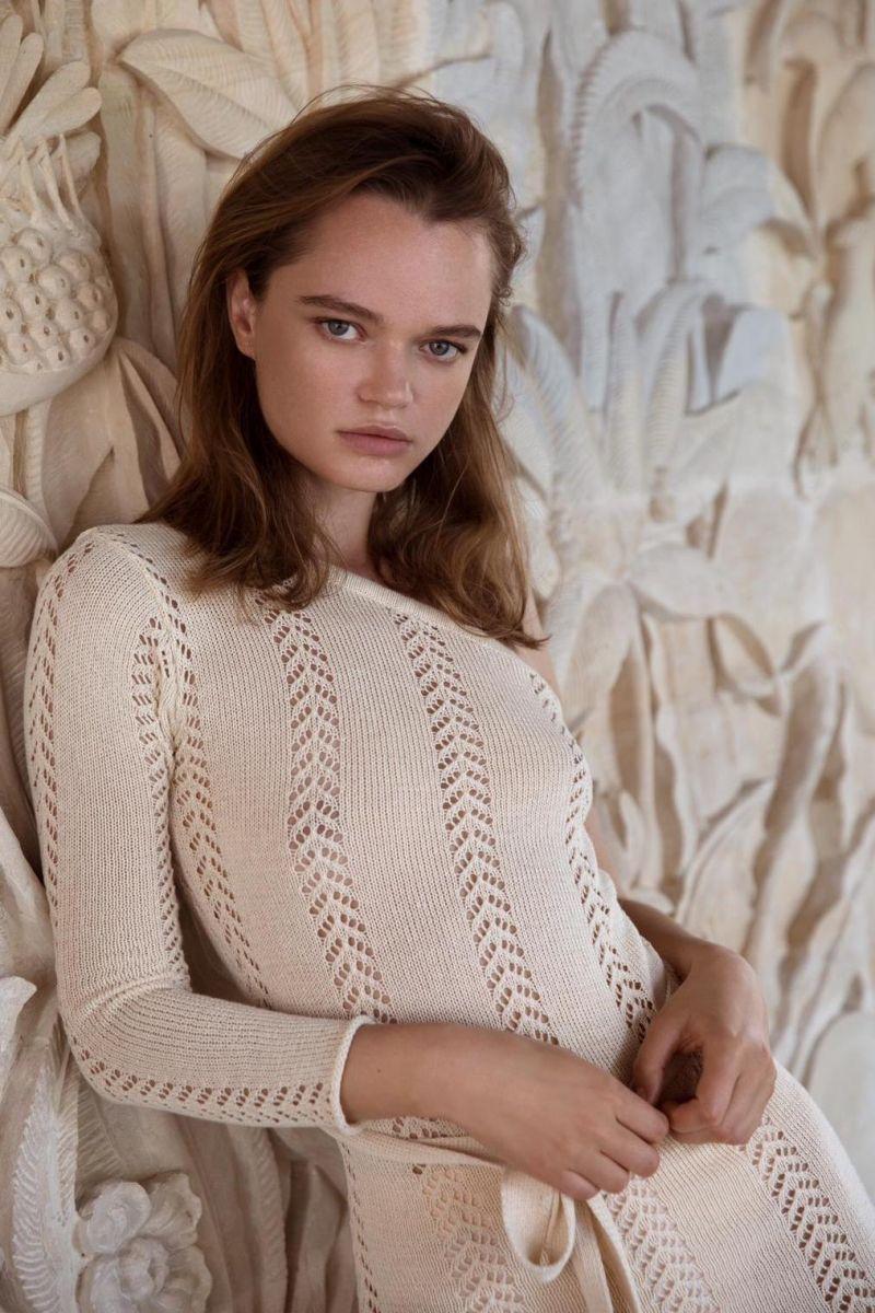 Balistarz-model-Olga-Zinovyeva-portrait-shoot-in-a-full-white-elegant-dress