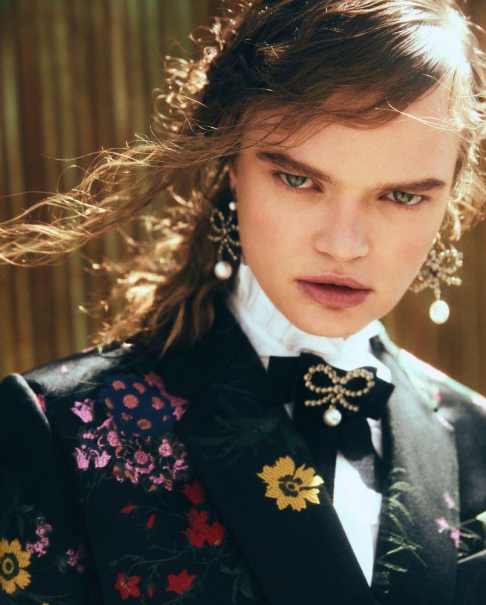 Balistarz-model-Olga-Zinovyeva-portrait-headshot-shoot-in-a-flower-suit