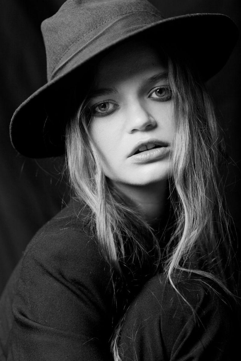 Balistarz-model-Olga-Zinovyeva-black-and-white-portrait-shoot