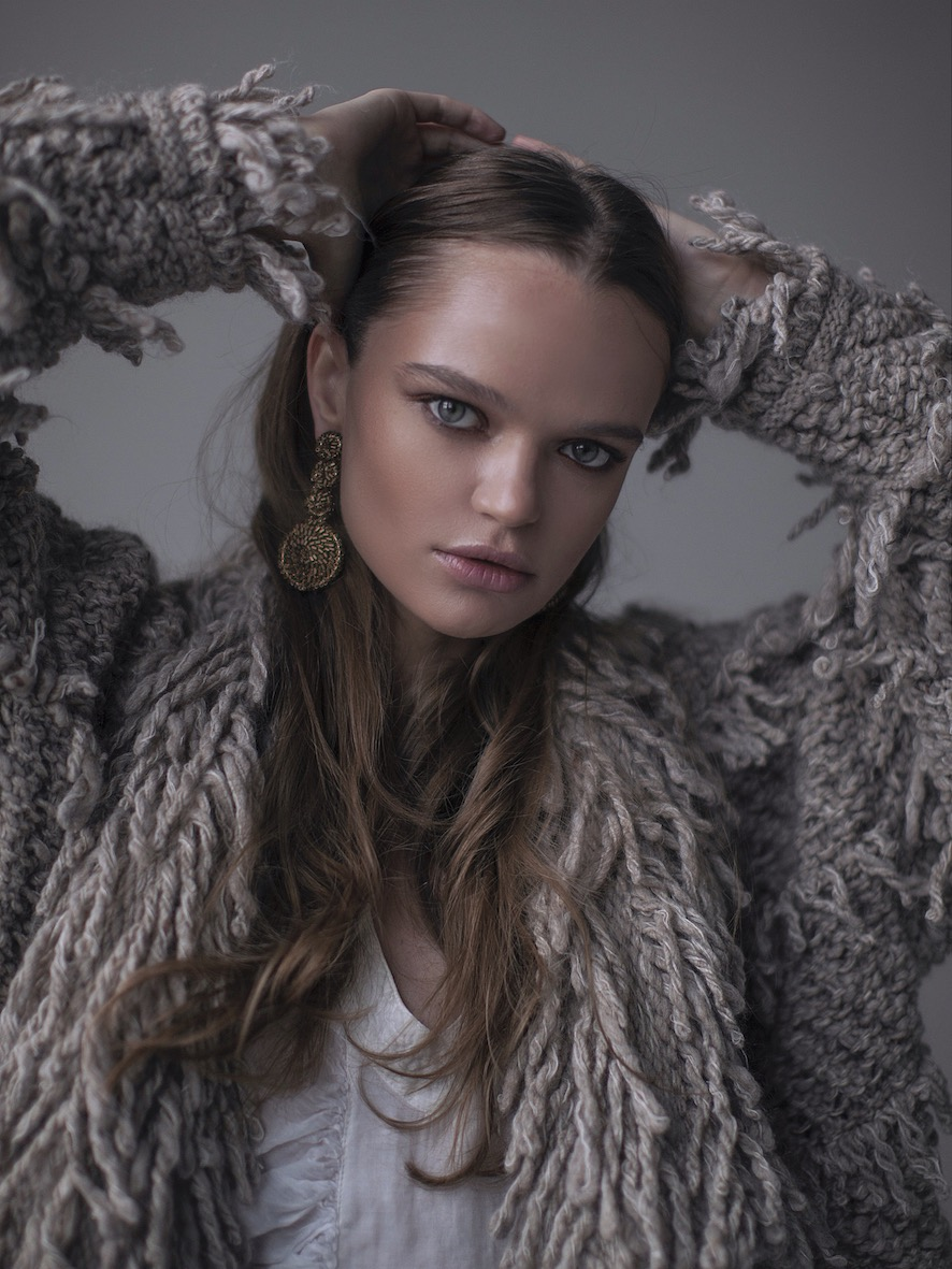 Balistarz-model-Olga-Zinoyveva-portrait-shoot-with-a-grey-fluff-coat