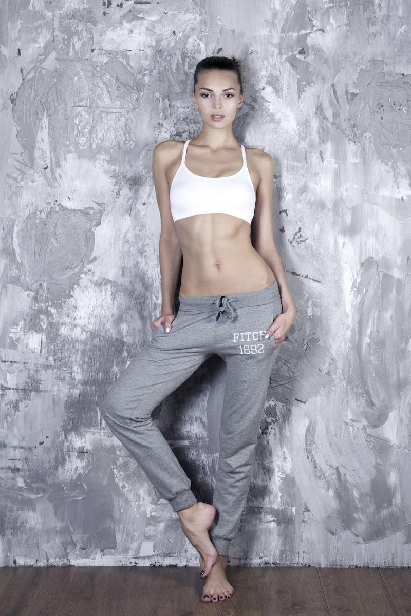 Balistarz-model-Olha-Chastnikova-Casual-portrait-shoot-grey-sweatpants