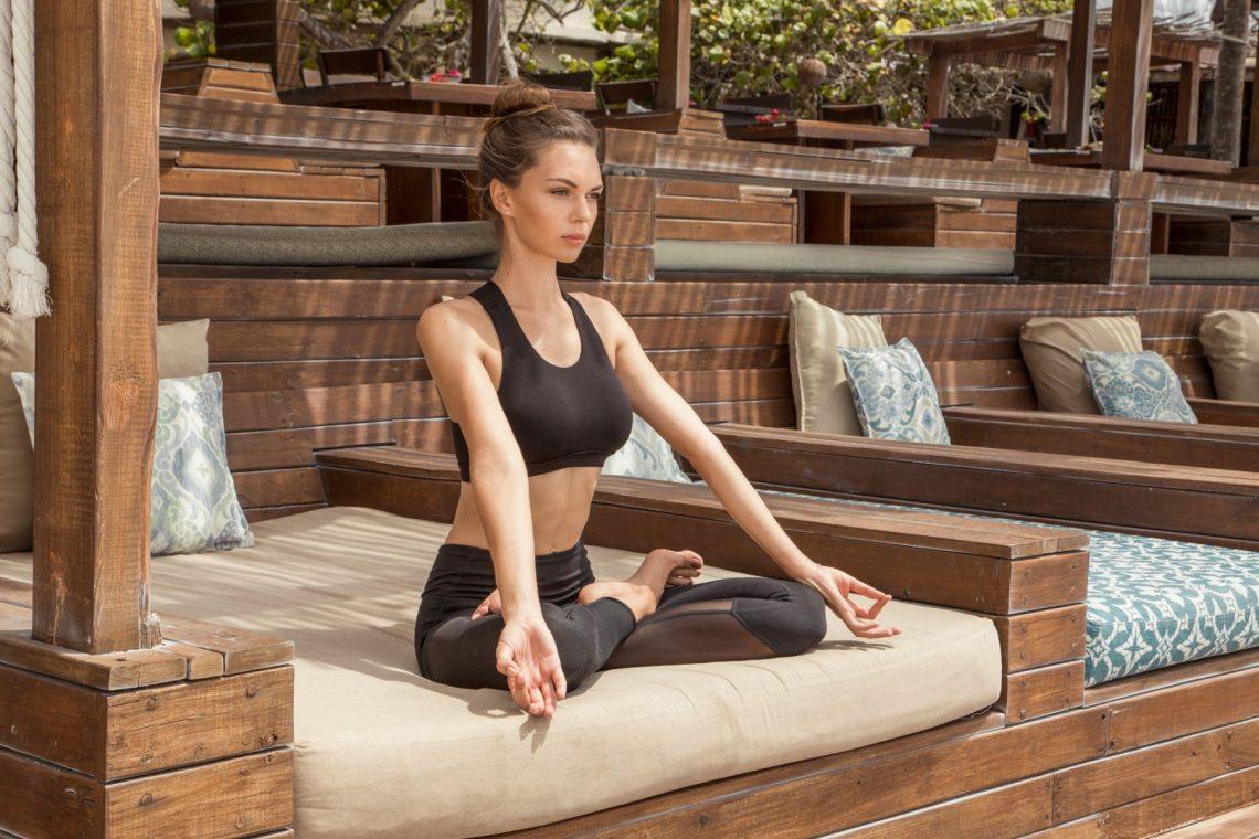 Balistarz-model-Olha-Chastnikova-yoga-shoot-meditating-in-black-outfit