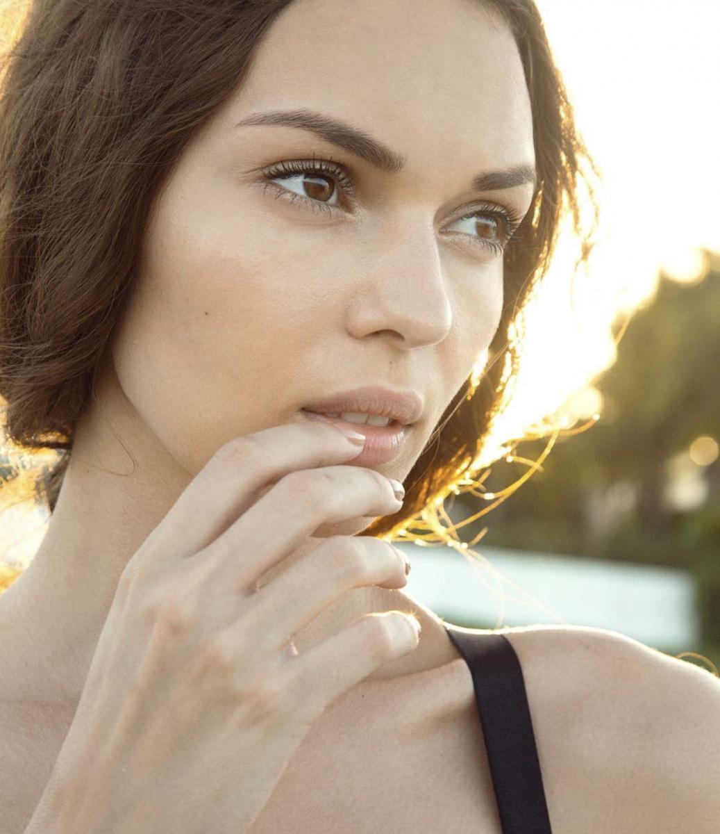 Balistarz-model-Olha-Chastnikova-headshot-sideways-portrait-shoot