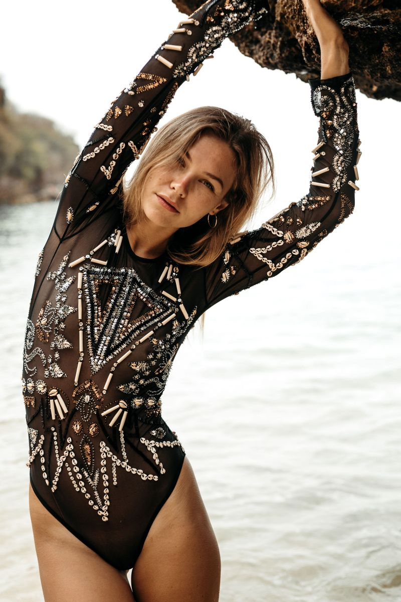 Balistarz-model-Olya-Nechiparenko-beach-shoot-black-suit-stretch