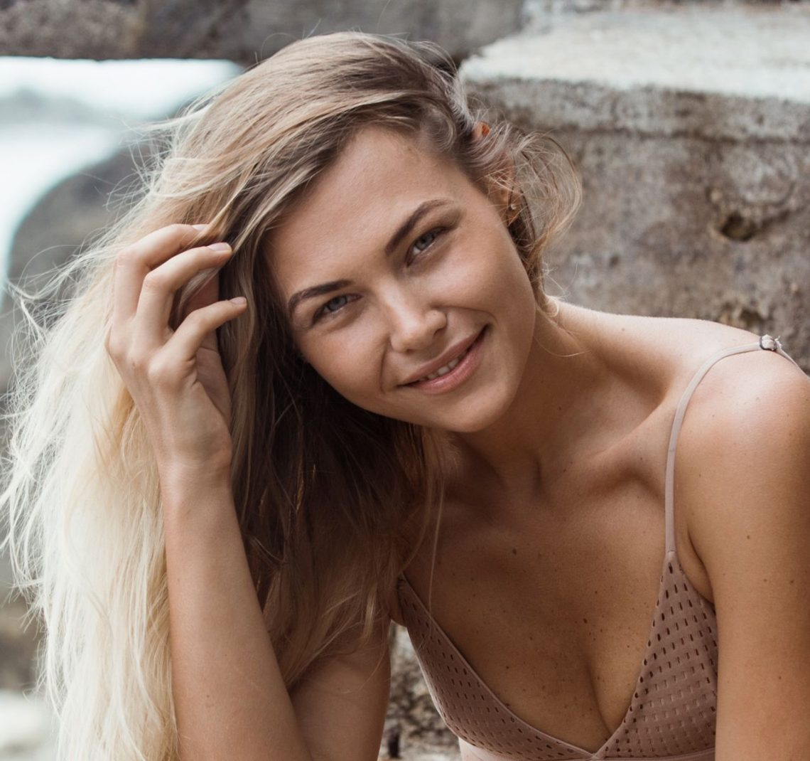 Balistarz-model-Olya-Nechiporenko-smiling-natural-portrait-outdoor