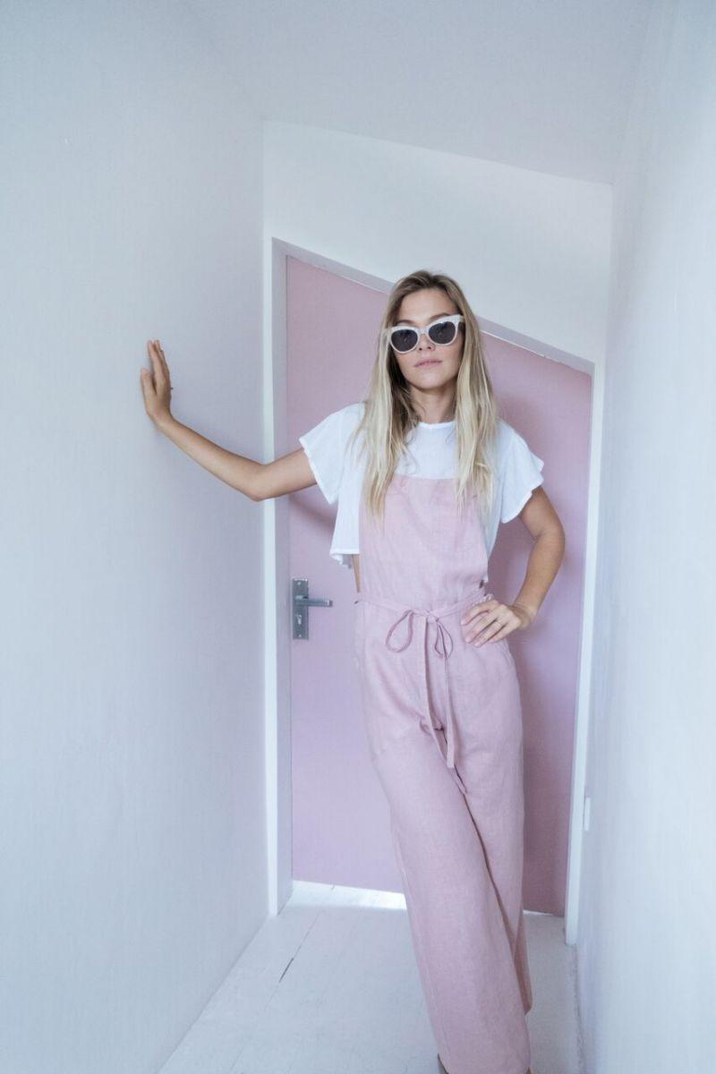 Balistarz-model-Olya-Nechiporenko-casual-fashion-in-sweet-white-and-pink-theme