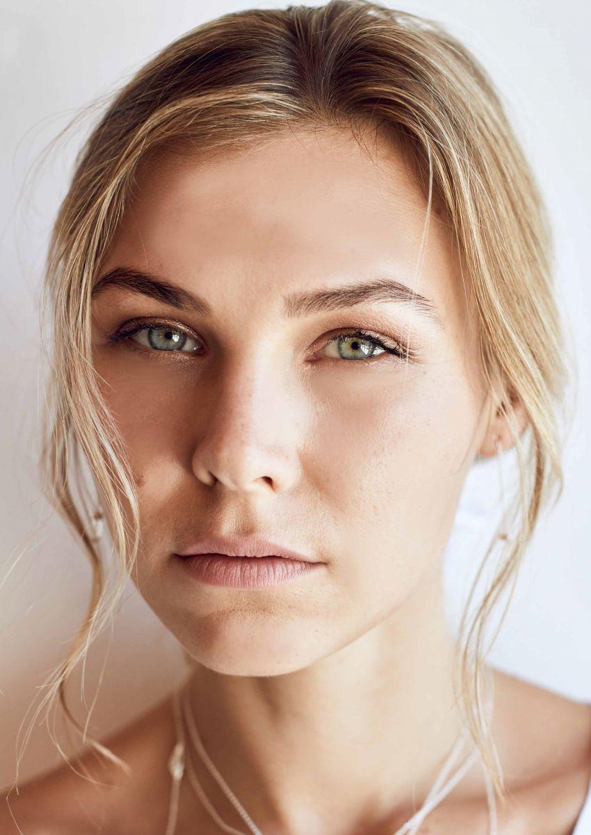 Balistarz-model-Olya-Nechiporenko-bright-and-well-lit-head-shot-profile-green-eyes