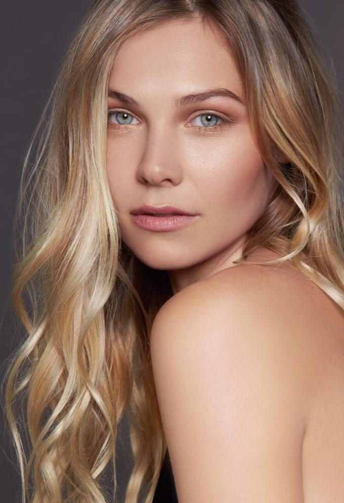 Balistarz-model-Olya-Nechiporenko-beauty-portrait-taken-in-studio-look-at-her-green-eyes