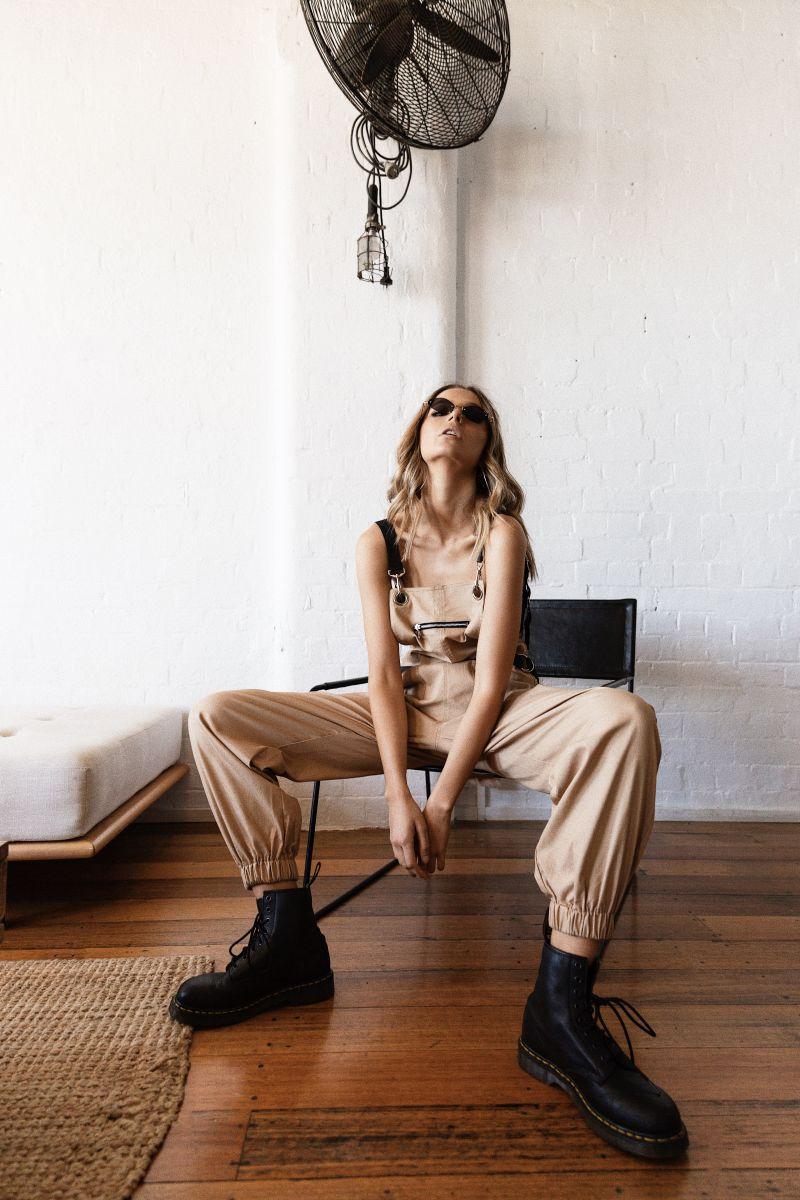 Balistarz-model-Pai-Cattapane-relax-shoot-portrait-fan