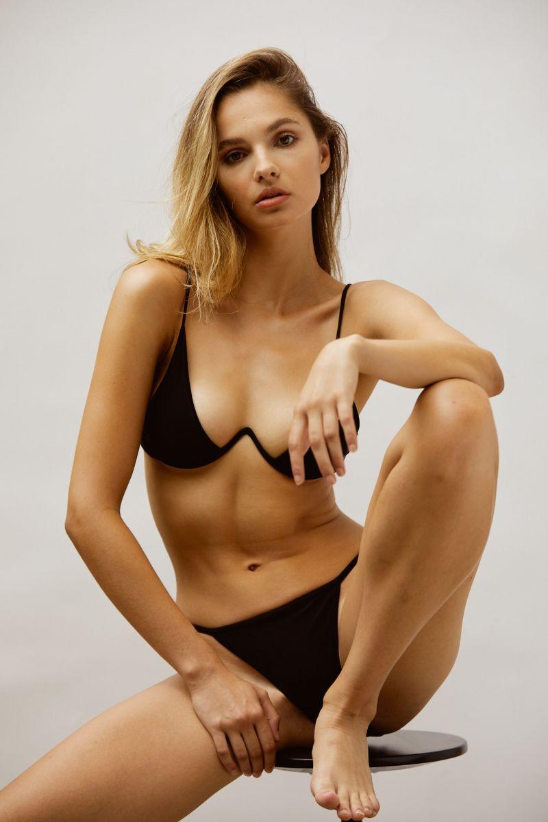 Balistarz-model-Paia-Cattapan-shoot-portrait-black-garments