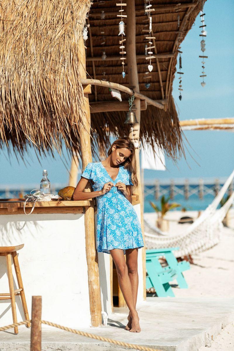 Balistarz-model-Paula-Salort-portrait-beach-shoot-by-Beachgold-in-trendy-blue-skirt