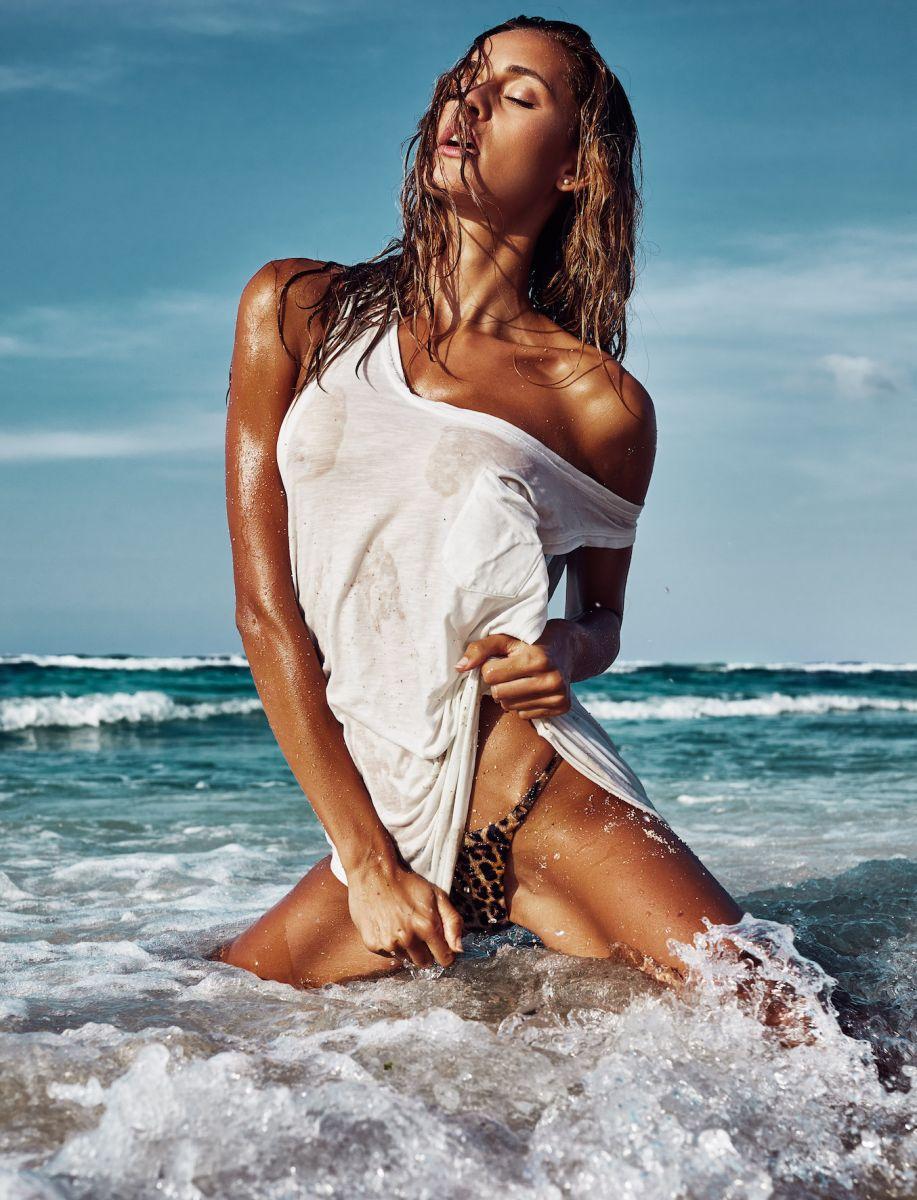 Balistarz-model-Paula-Salort-hot-sexy-and-wet-during-the-swim-suit-photo-shoot