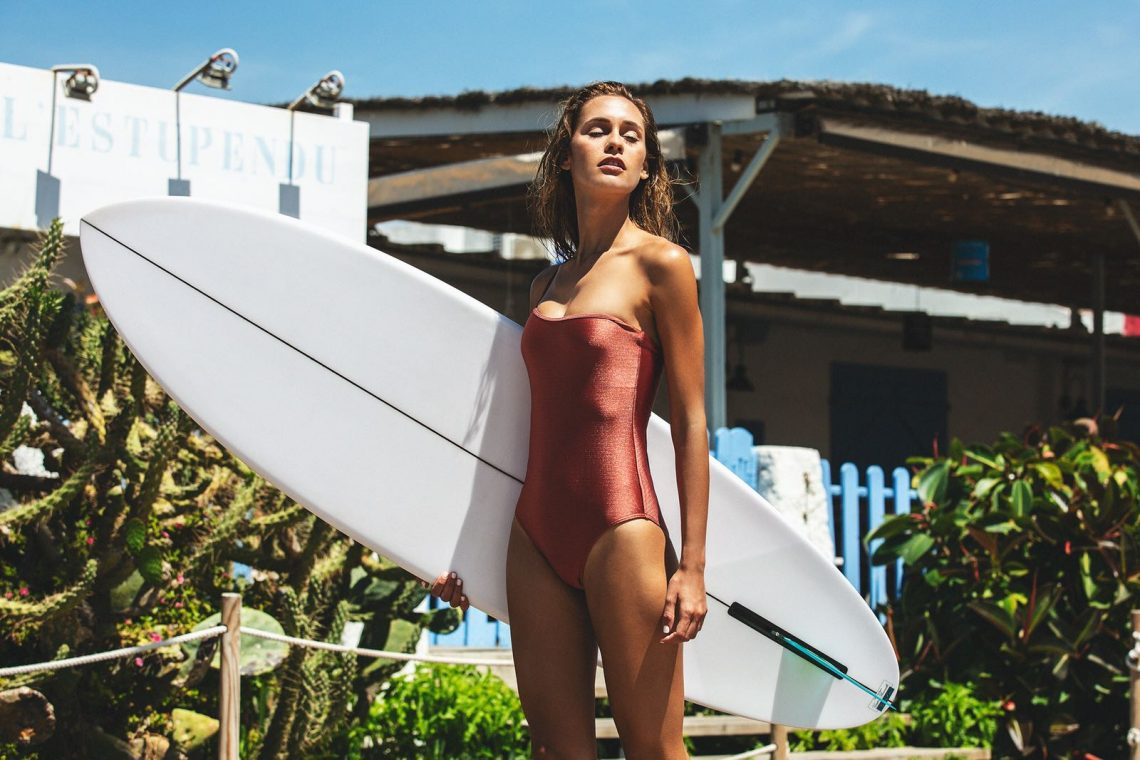 Balistarz-model-Paula-Salort-is-ready-for-surfing-wearing-red-wet-suit