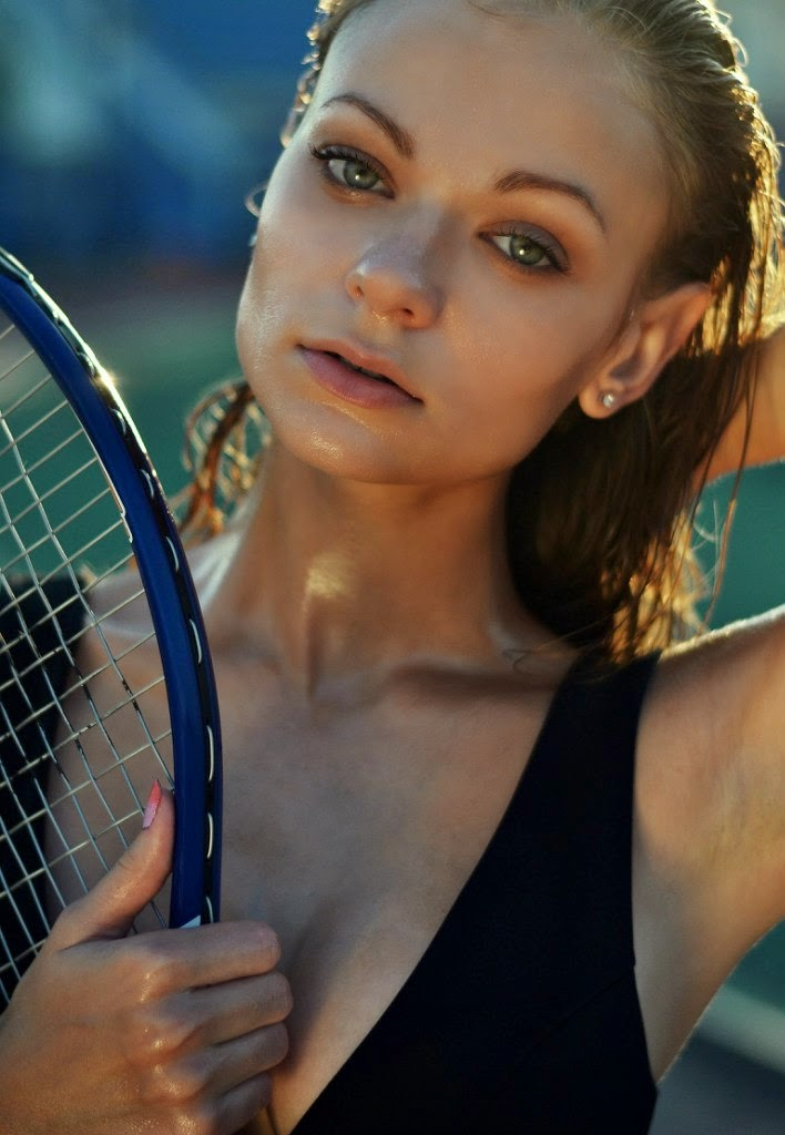 Balistarz-model-Polina-Batychek-casual-shot-looks-fresh-after-playing-tennis