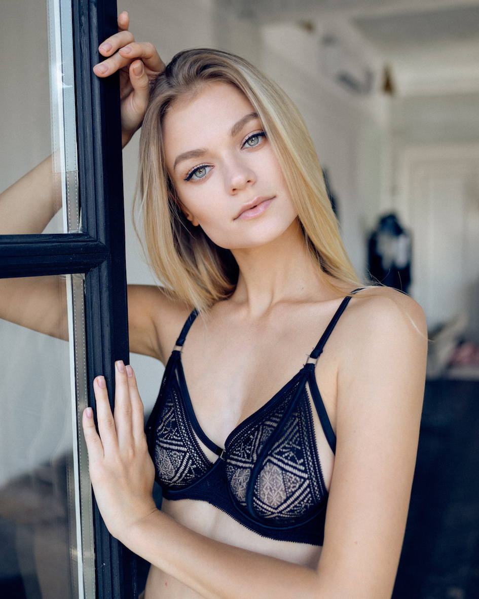 Balistarz-model-Polina-Batychek-In-Black-Bra-Leaning-Against-Door