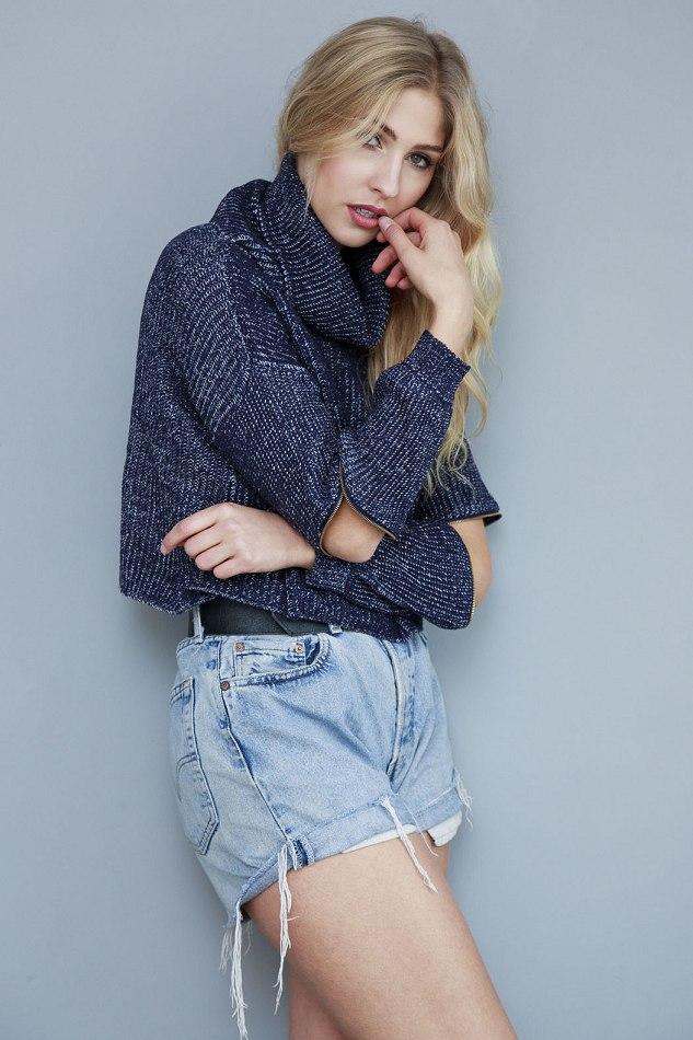 Balistarz-model_Rachel-Bowler-portrait-shoot-in-casual-trendy-wear