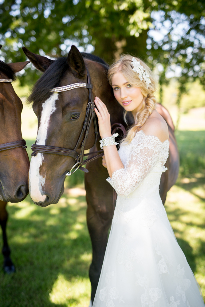 Balistarz-model-Rachel-Bowler-portrait-shoot-with-two-horses-and-a-white-dress
