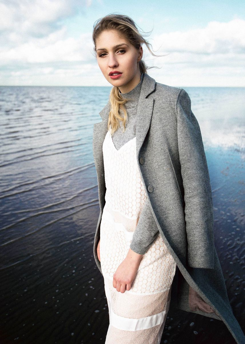 Balistarz-model-Rachel-Bowler-portrait-shoot-in-stylish-clothing-for-Winter-at-the-beach