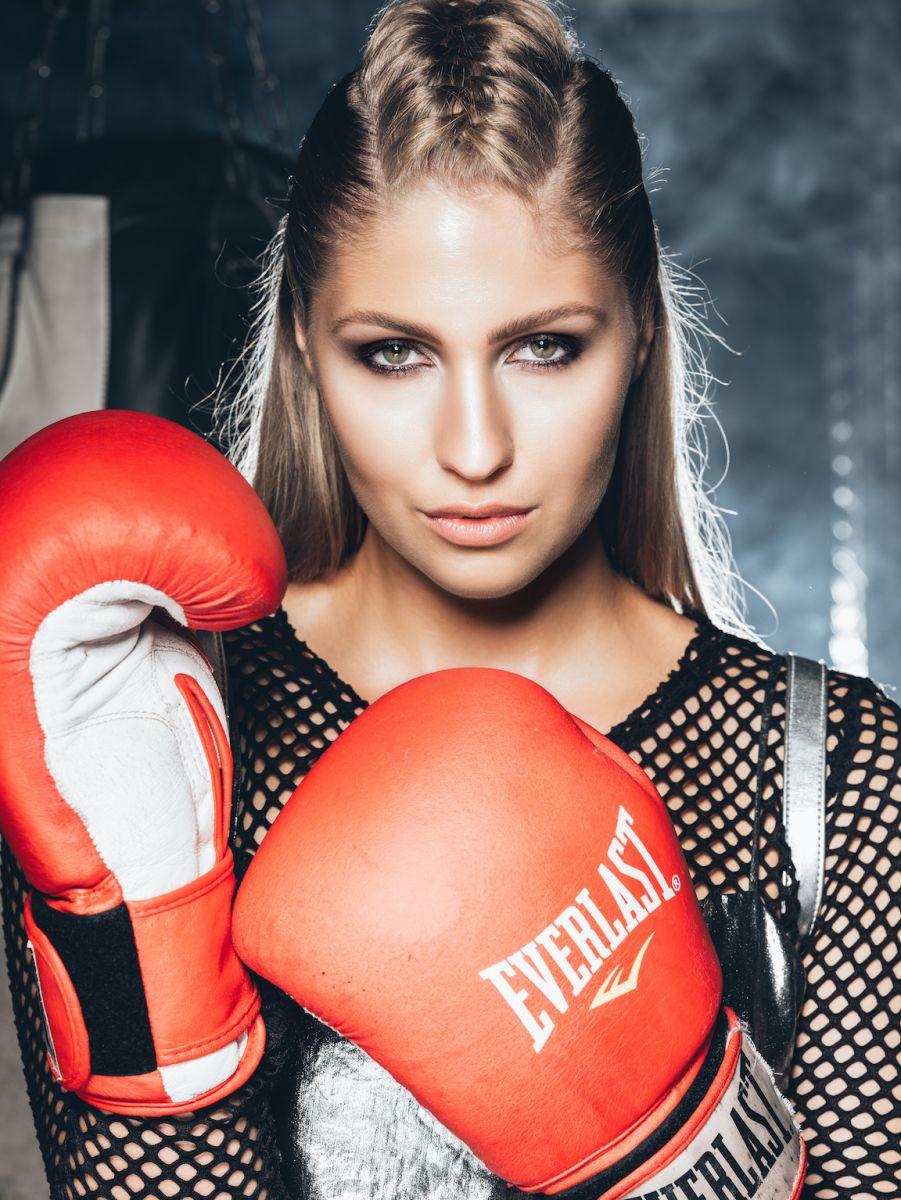 Balistarz-model-Rachel-Bowler-portrait-shoot-with-Everlast-boxing-gloves