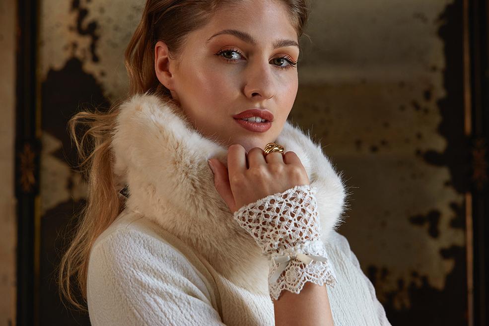 Balistarz-model-Rachel-Bowler-landscape-shoot-in-white-stylish-clothing