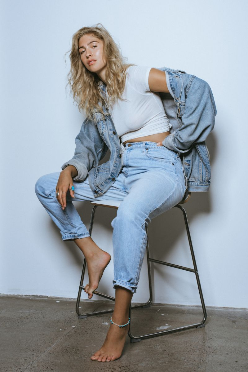Balistarz-model-Rachel-Bowler-portrait-shoot-in-a-denim-jacket-and-jeans-relaxing-on-a-chair