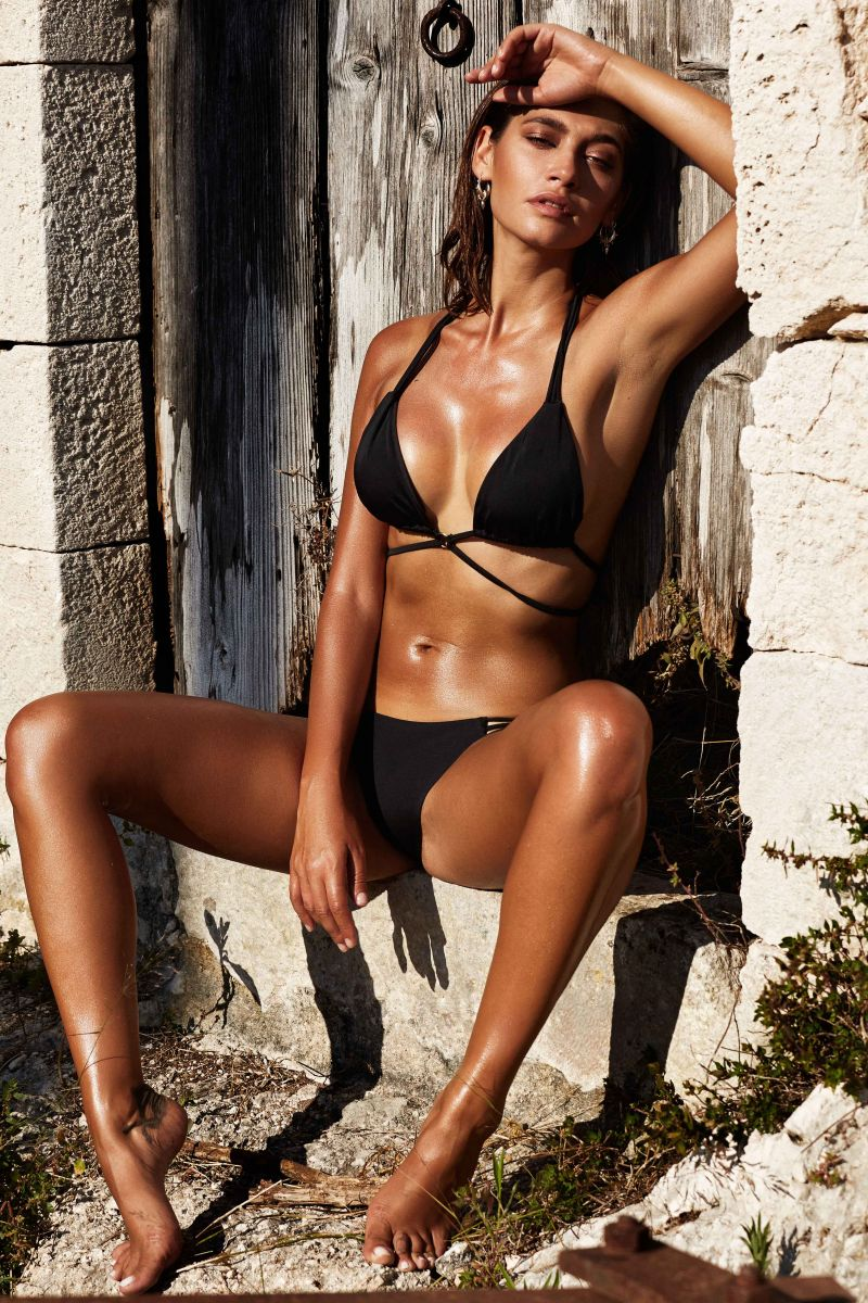 Balistarz-model-Raluca-Cojocaru-hot-in-black-bikini-tanned-skin