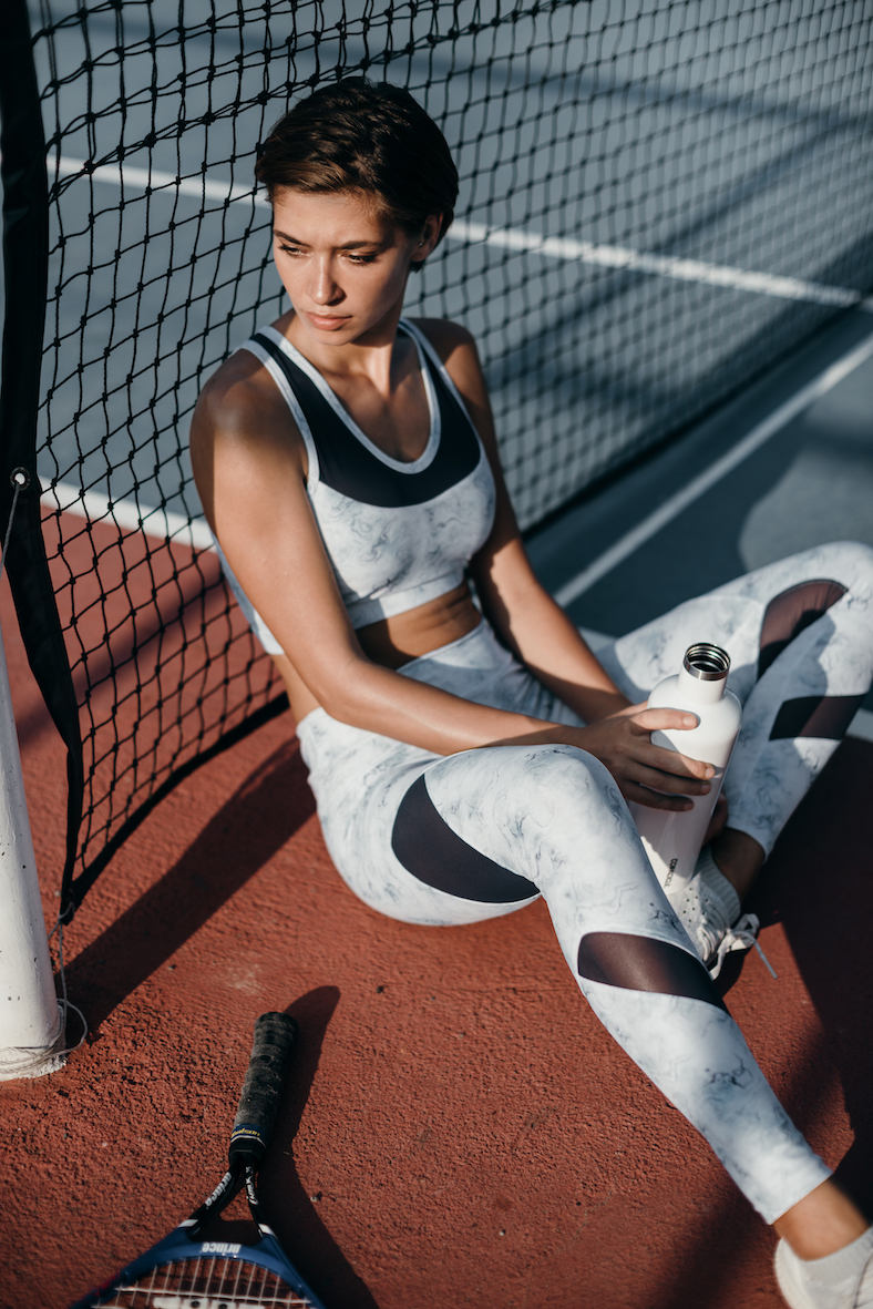Balistarz-model-Raluca-Cojocaru-tennis-sitting-shoot-excerise-clothes