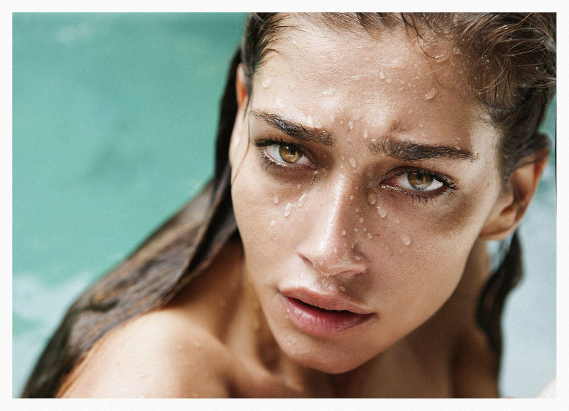 Balistarz-model-Raluca-Cojocaru-wet-headshot-at-swimming-pool