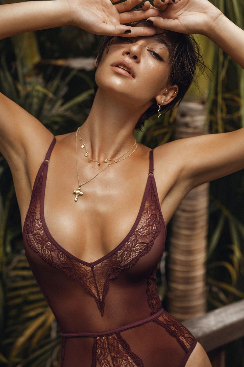 Balistarz-mode-Raluca-Cojocaru-sexy-portrait-wearing-brown-lingerie-at-the-garden