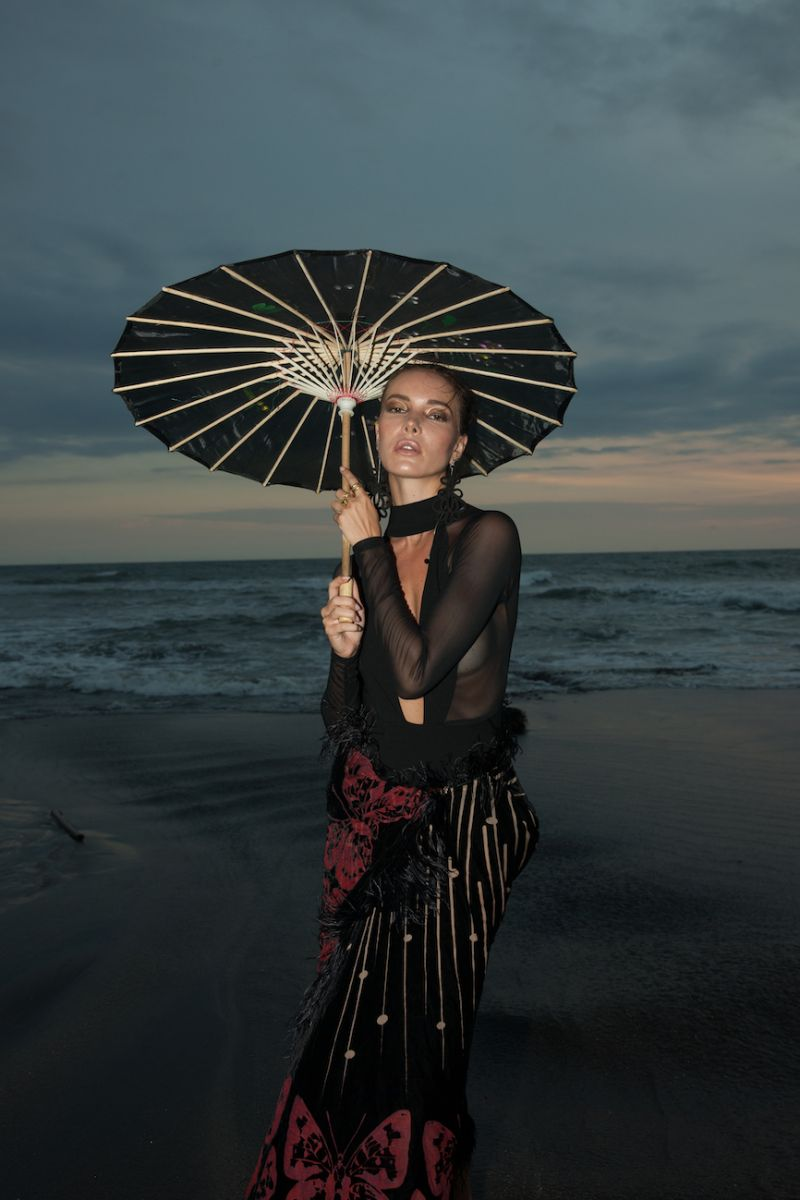 Balistarz-model-Renya-Gorlanova-portrait-beach-shot-with-a-umbrella-for-Black-Matter