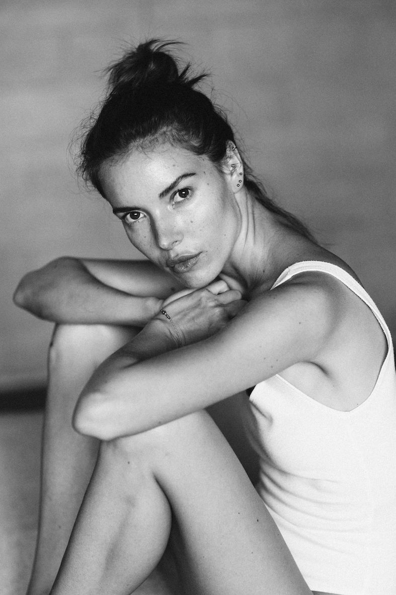 Balistarz-model-Renya-Gorlanova-black-and-white-portrait-casual-and-natural-look-of-her