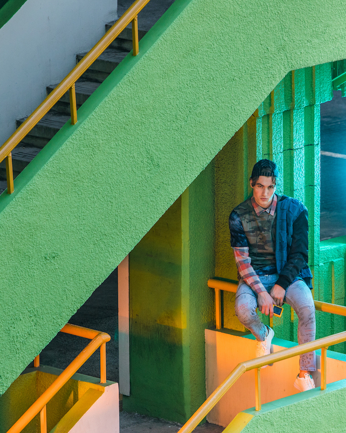 Balistarz-model-Reuben-Mckechnie-JUICE-Fashion-green-staircase
