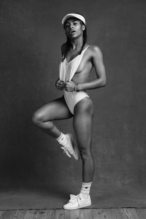 Balistarz-model-Rocky-Brower-sexy-sporty-in-bikini-black-and-white-image