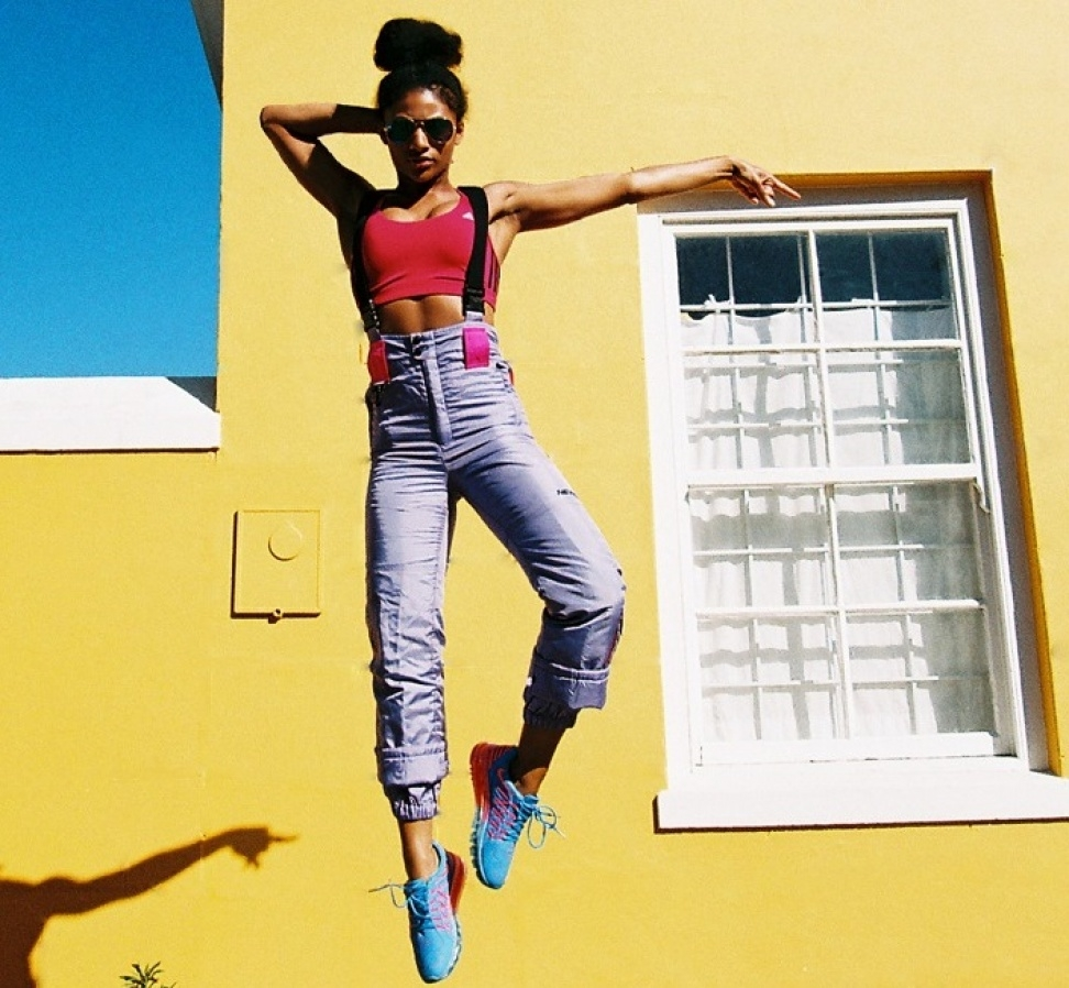 Balistarz-model-Rocky-Brower-trendy-and-chic-look-jumping-in-front-of-yellow-walls