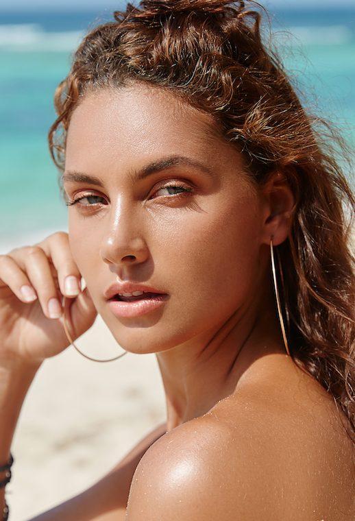 Balistarz-model-Rosalinde-Mulder-beach-headshot