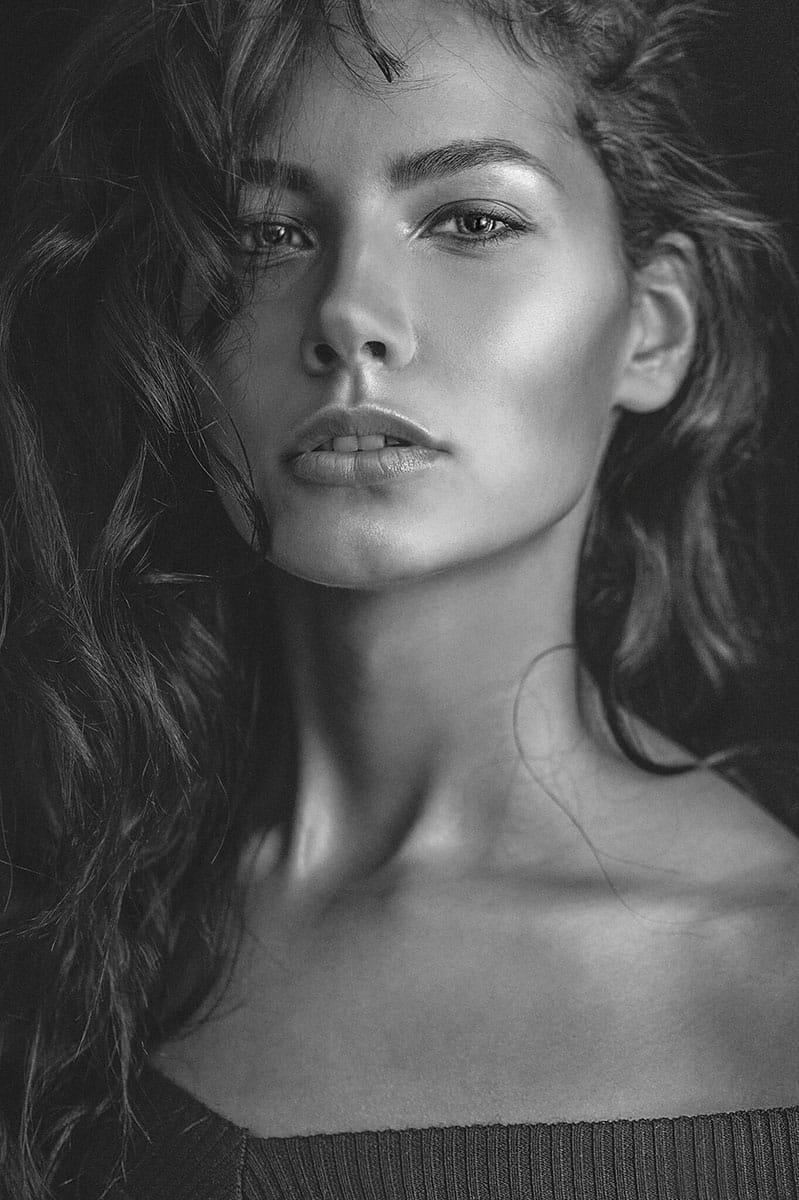 Balistarz-model-Rosalinde-Mulder-close-up-portrait-black-and-white-version