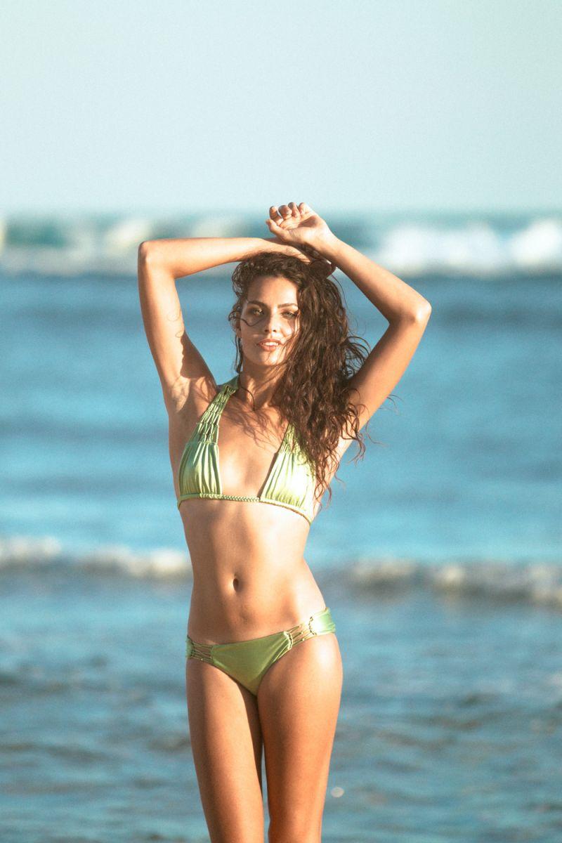 Balistarz-model-Rosalinde-Mulder-out-door-photo-shoot-under-the-sun-at-beach-wearing-bikini