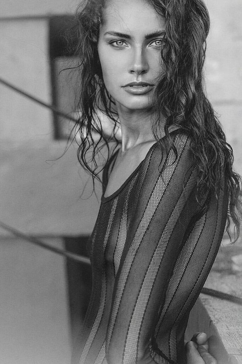 Balistarz-model-Rosalinde-Mulder-portrait-black-and-white-version